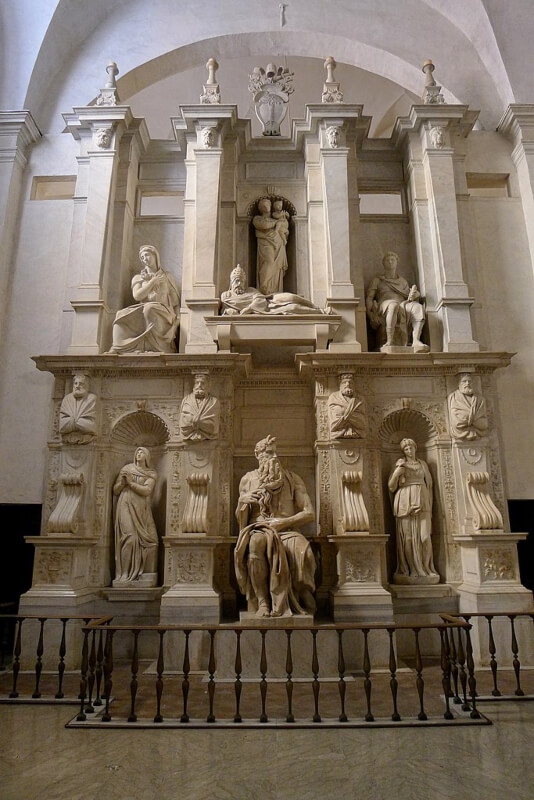 Tumba de Julio II en Roma con el Moisés de Michelangelo