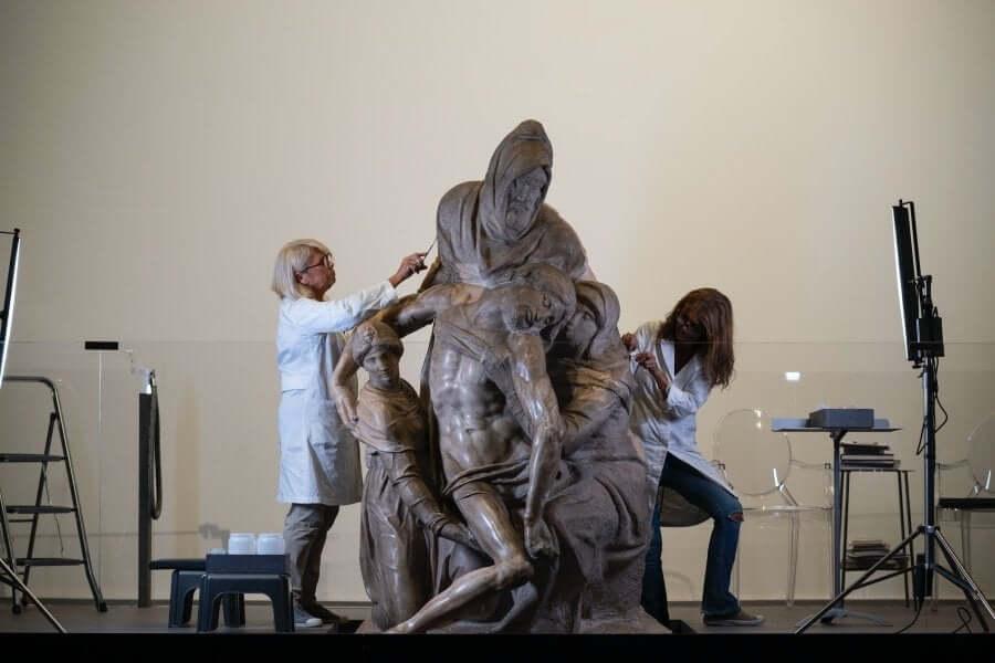 Restauración de escultura de Miguel Ángel Piedad de Florencia