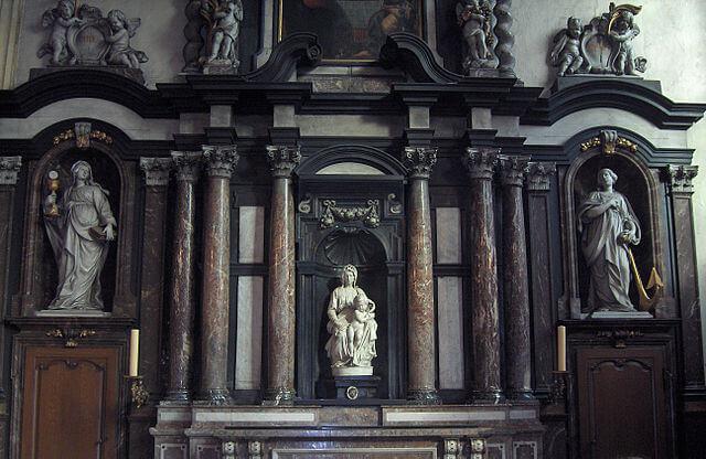 Madonna de Michelangelo en la iglesia de Nuestra Señora de Brujas